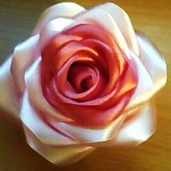 Розы из атласа своими руками пошаговая инструкция.