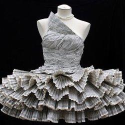 Платья из мусора, вторсырья и подручных материалов