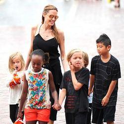 анджелина джоли и ее дети фото 2015 года