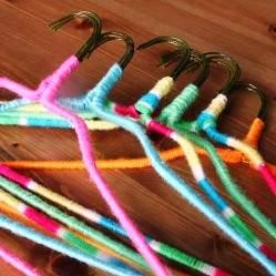 10 идей, как еще можно использовать вешалки для одежды