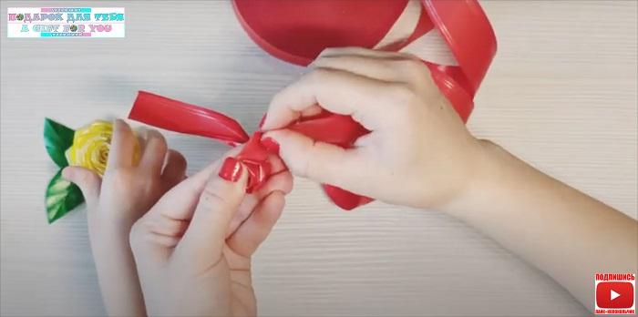 Как сделать розу из подарочной ленты - мастер класс