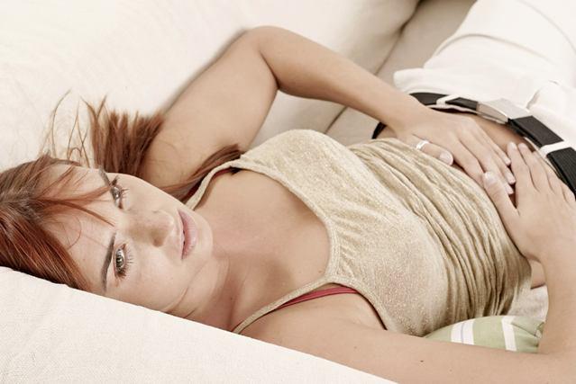 Боль в желудке и отрыжка воздухом: причины и быстрое лечение