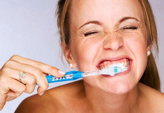 Чувствительность зуба у десны — Зубы