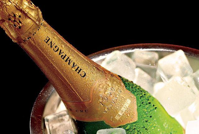 Как открыть шампанское без штопора: способы на все случаи жизни и полезные лайфхаки