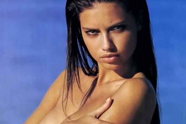 Фото бразильских и латинских девушек с большими формами — pic 9