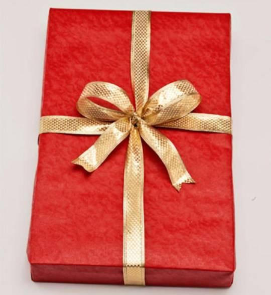Как красиво завернуть подарок лентой