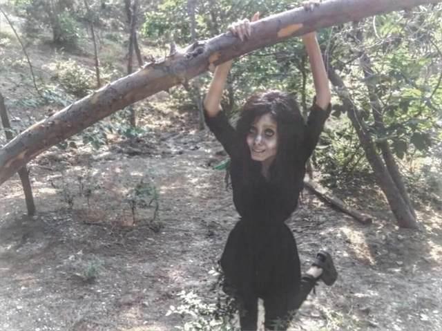 Сахар Табар: 5 фактов о девушке-зомби, которая хочет быть похожей на Анджелину Джоли (фото) 9a2004aaf985048fd9a82858da8aa45d