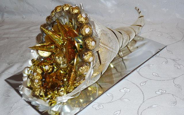 Розы в букете из конфет своими руками