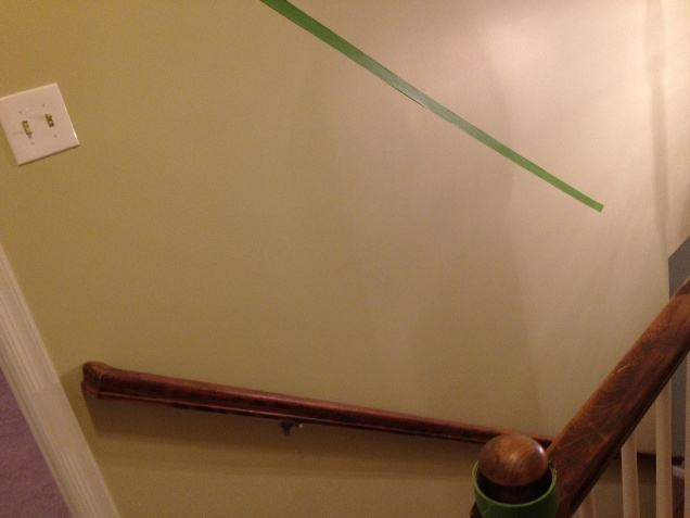 прямоугольники на стене с помощью малярного скотча