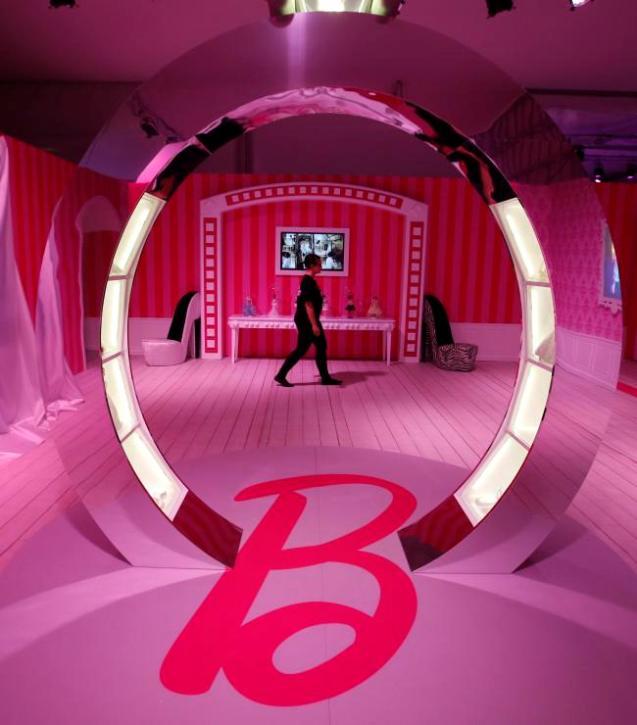 inside barbies berlin dreamhouse - HD3073×3500