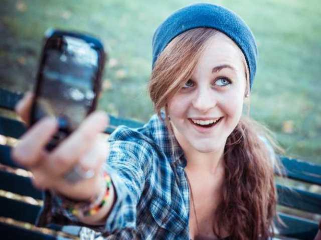 Чем опасна привычка фотографировать на телефон