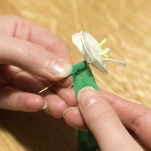 335Как сделать цветок из бумаги подснежник