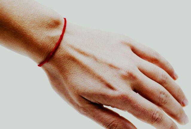 Как сделать красную нитку: сплести браслет своими руками, мастер-класс