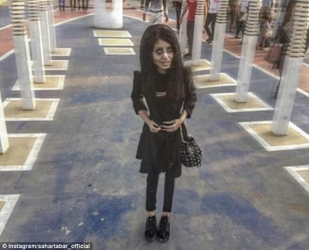Сахар Табар: 5 фактов о девушке-зомби, которая хочет быть похожей на Анджелину Джоли (фото) F3ca533d5c285167556e58b660e8229d