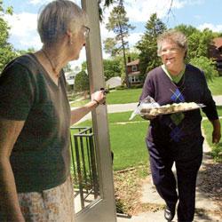 Хорошие отношения с соседями помогают выжить