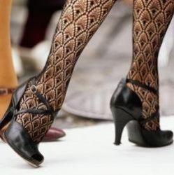 Нравитесь ли вы женщине или нет? Просто взгляните на ее ноги