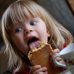 Дети, которые едят руками, реже страдают от ожирения