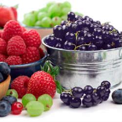 Ученые советуют бабушкам есть ягоды вместо семечек