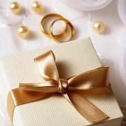 Какой подарок выбрать на свадьбу