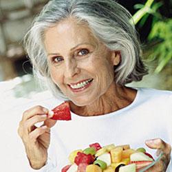 Здоровые продукты питания, которые не стоит есть пожилым людям