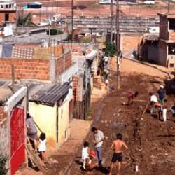 Бразилия строит стены вокруг трущоб Рио-де-Жанейро