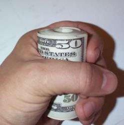 Большинство тратят больше, чем зарабатывают