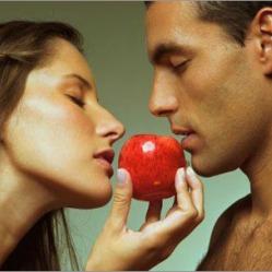 Женщины притворяются глупыми, чтобы мужчины почувствовали себя сильными и мужественными