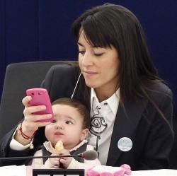 Здоровье работающих матерей крепче