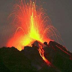 Жизнь, как на вулкане: 10 городов, которым грозит опасность