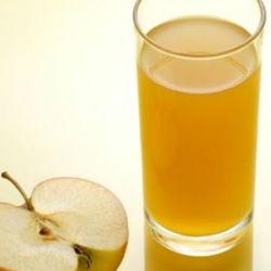 Почему детям не стоит пить консервированный яблочный сок