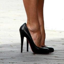 Высокие каблуки улучшают сексуальную жизнь женщин