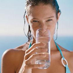Пейте воду перед едой и худейте быстрее