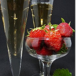 Ученые советуют закусывать алкоголь клубникой