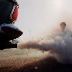 Автомобильные выхлопы кратковременно увеличивают риск инфаркта