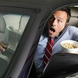Самая опасная еда за рулем
