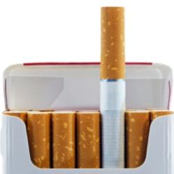Яркая пачка создает иллюзию безопасности сигарет
