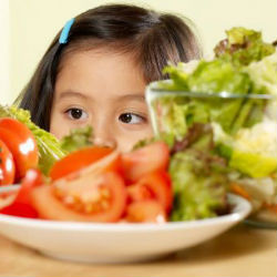 Как приучить ребенка есть ту пищу, которую он не любит