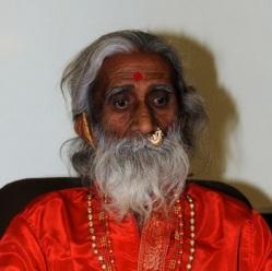 Индийский йог живет без пищи и воды более 70 лет