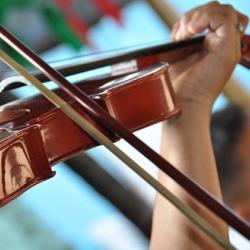 Игра на музыкальных инструментах способствует обучению языкам