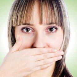 почему появляется запах изо рта