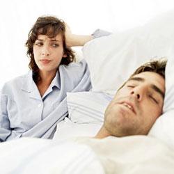 Почему женщины просыпаются раньше мужчин?