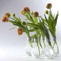 Что можно сделать своими руками из старых лампочек
