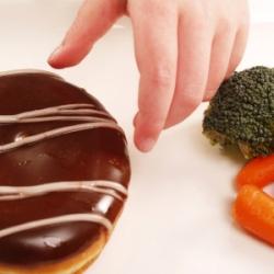 Как справиться с тягой к сладкому?