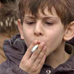 Все больше подростков постепенно бросают курить