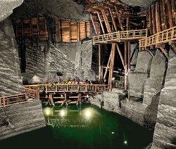 Самые удивительные подземные пещеры и города