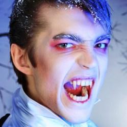 7 странных типов поведения людей, похожих на вампиров
