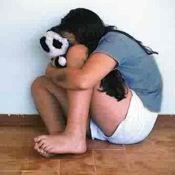Насилие над детьми влияет на возраст начала первой менструации