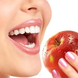Яблоки крайне вредны для зубов, предупреждают врачи
