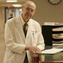 100-летний доктор: до пенсии еще далеко!