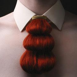 Наша анатомия на службе у моды: шокирующие изделия из волос и зубов